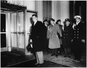 Iako je imao cilindar, Kennedy je inauguriran bez pokrivala za glavu